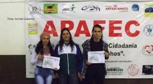 Estudantes recebem certificados de cursos de informática oferecidos pela Apafec1