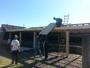 Mutirão de reconstrução do telhado da churrasqueira2